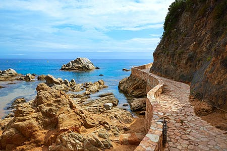 7 coastal footpaths along Costa Brava