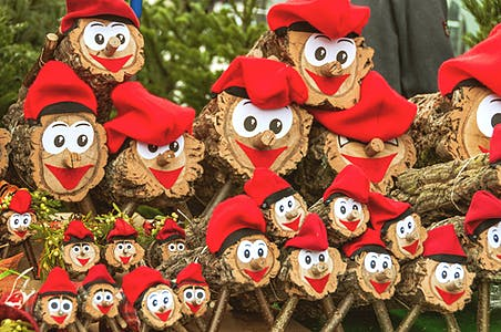 Where does the Tió de Nadal and Caganer tradition come from?