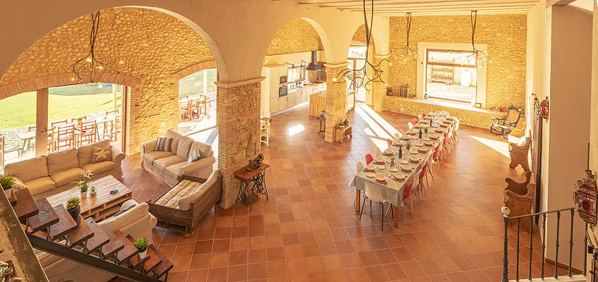 Large villa to rent in Spain for big groups