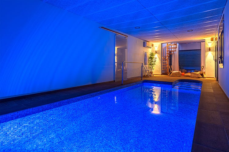 Holiday cottages with private indoor swimming pool