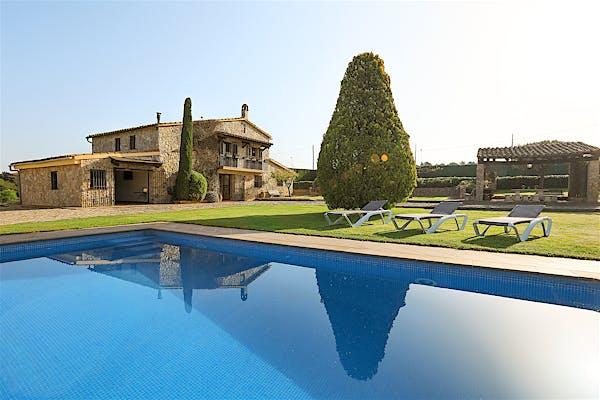 The best local charming houses Girona · Costa Brava